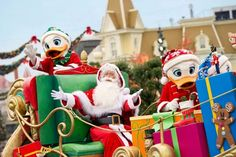 Christmas Parade | Mainstreet USA | Disneyland Paris