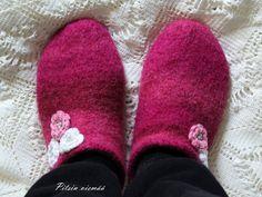 Pitsin viemää: Huovutetut tossut + ohje Slippers, Shoes, Fashion, Moda, Zapatos, Shoes Outlet, Fashion Styles, Slipper, Shoe