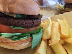 E voi non avete fame? I nostri #hamburger vi aspettano in viale Montenero 57, #Milano. Siamo aperti fino alle 24.