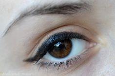 """ich Kaufte diese eyeliner, weil ich erkannte, dass mein flüssiger eyeliner von Avon """"war"""" und er beendete den tag mit viel grau/negroso i... #flash #eyelinergel #eyestudio #tip #permanent-link"""