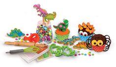 Se ti hanno invitato a casa di amici con figli, tu ipnotizza la loro attenzione e tienili occupati a lungo con il kit per decorare dolci veri, Clementoni