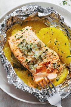 This honey lemon garlic butter salmon is a no-fuss weeknight dinner with no clean up! eatwell101.com