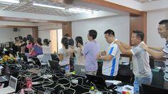 南宁培训集体按摩 ~ 小憩一下 Massaging time at Nanning Workshop, July 2011