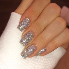 Check it out. Glittery Acrylic Nails, Silver Sparkle Nails, Summer Acrylic Nails, Best Acrylic Nails, Glitter Nail Polish, Steal Her Style, Stars Nails, Nails Kylie Jenner, Silver Nail Designs
