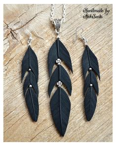 Black Gothic jewelry set of feather necklace and Long dangle earrings Halloween accessories Raven jewelry Feather jewelry Statement earrings Schwarze Halskette Gothic Schmuck Lange Ohrringe Rabe Feather Jewelry, Feather Necklaces, Feather Earrings, Heart Earrings, Statement Earrings, Women's Earrings, Choker Necklaces, Beaded Jewelry, Chandelier Earrings