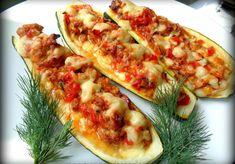 CUKINIA FASZEROWANA MIĘSEM MIELONYM I WARZYWAMI - DoradcaSmaku - ten przepis cieszy się popularnością, sprawdź. Vegetable Pizza, Zucchini, Curry, Vegetables, Recipes, Food, Curries, Recipies, Essen