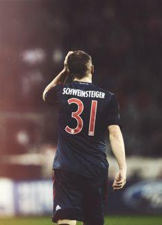 Bastian Schweinsteiger (Bayern Munich),también sabe pa' que es la cariñosa. Centrocampista y juega generalmente como volante central.