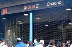CIERRAN ACCESOS A LA ESTACIÓN DE METRO DE CHACAO POR DISTURBIOS EN LOS ALREDEDORES