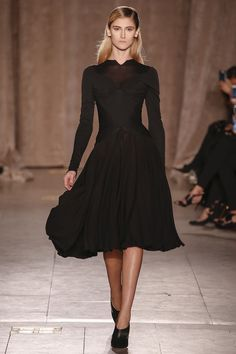 Zac Posen's fall 2015 fashion show. See the whole collection on Vogue.com.