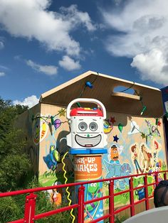 Thrilled to share my tips on getting the most out of Toy Story Land! One of the most adorable ares in all of Walt Disney World Resort! Disney Aesthetic, Night Aesthetic, Aesthetic Images, Aesthetic Backgrounds, Disney Trips, Disney Parks, Arte Alien, Soft Wallpaper, Theme Background