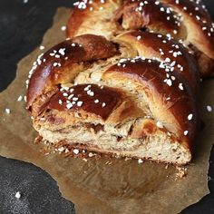 Breads 585186545310475224 - This Cinnamon Challah Bread is light and airy. Intense cinnamon flavor in the dough and the swirl. 11 ingredients and just 45 minutes rising time. Bread Recipe Video, Best Bread Recipe, Babka Recipe, Cinnamon Challah Bread Recipe, Brioche Bread, Challah In A Bag Recipe, Sourdough Challah Recipe, Babka Bread, Treats