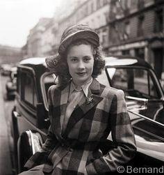 Paris Fashion in 1945, photo by Béla Bernand