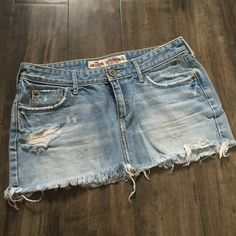 Hollister jean skirt sz 3 Great condition! NO TRADES Hollister Skirts