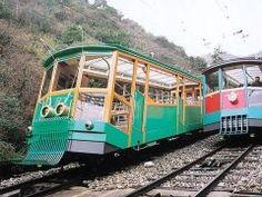 神戸に観光に来たらぜひ乗って欲しいのが六甲ケーブル 車両はレトロな外観で山下側はオープンスタイルの展望車なので六甲山の空気を存分に感じることができますよ tags[兵庫県]