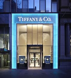 Tiffany OFF! Tiffany Co Melbourne where my engagement ring and wedding band came from :) Jewelry Store Design, Jewelry Shop, Jewelry Stores, Jewellery, Design Exterior, Facade Design, Tiffany And Co, Tiffany Blue, Tiffany Store