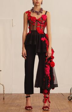 A deconstructed asymmetrical corset top in black features pressed wild rose embroidery in lust red From the Alexander McQueen Spring/Summer 2018 pre-collection - Under Wear Haute Couture Style, Couture Mode, Couture Fashion, Runway Fashion, Womens Fashion, Fashion Details, Look Fashion, Fashion Show, Fashion Outfits