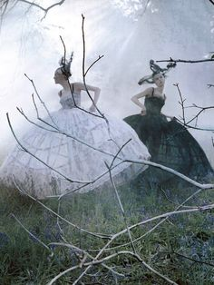 """Karen Elson and Edie Campbell in """"Atlas: The Lion"""" by Tim Walker for LOVE #10 Fall/Winter 2013"""