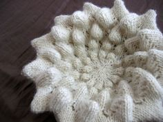 Knit textures and experiments with 3D patterns by Xandy Peters