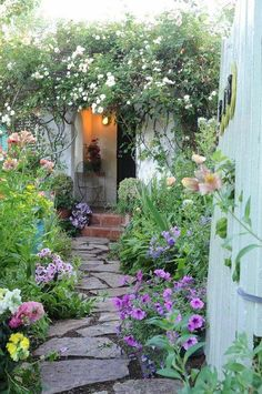 I want my garden to look like this! I love the natural wild look here!