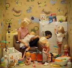Uma luz no fim do Closet.: A fotografia de Mariel Clayton (II) Barbie Funny, Bad Barbie, Barbie Life, Barbie World, Barbie And Ken, Barbie Theme, Barbie Diorama, The Perfect Girl, Plastic Doll