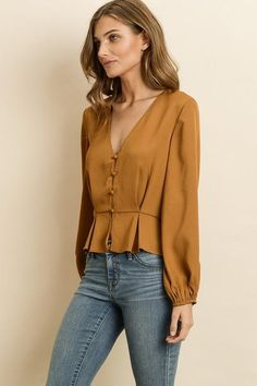 Button down blouse with pleat detail at the waist. Model is wearing a small. Button down blouse with pleat detail at the waist. Model is wearing a small. Blouse Styles, Blouse Designs, Fashion Pants, Fashion Outfits, Fashion Tips, Bluse Outfit, Business Outfit, Mode Hijab, Blouses For Women