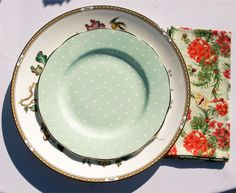 Shabby chic mismatched china at wedding by Sugarbaker & Toad