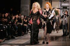 Des jeans Diesel au noir classique d Emporio Armani, les couturiers  présentant vendredi à Milan leur collection femme pour l hiver ont trouvé  l ins… 562cfa6d484f