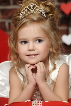Birthday Princess - so pretty! Beautiful Little Girls, Beautiful Children, Beautiful Babies, Flower Girl Hairstyles, Little Girl Hairstyles, Wedding Hairstyles, Girl Hair Dos, Baby Girl Hair, Peinado Updo