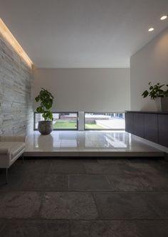 Japanese Modern House, Japanese Home Decor, Japanese Interior, Meditation Raumdekor, Meditation Room Decor, Floor Design, House Design, House Entrance, Modern Buildings