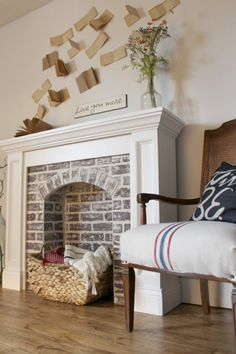 If You're Going to Make It, You Better Fake It--DIY Fake Brick Fireplace - If You're Going to Make It, You Better Fake It–DIY Fake Brick Fireplace How to DIY a Faux Brick Fireplace and you'll never believe how easy it is! Fireplace Facade, Concrete Fireplace, Fireplace Hearth, Fireplace Inserts, White Fireplace, Diy Faux Fireplace, Craftsman Fireplace, Farmhouse Fireplace, Fireplace Shelves