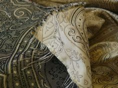 "100%SILK FINE LINE DAMASK LAMPAS PAISLEY""CRYSTAL"" BLACK BTY"