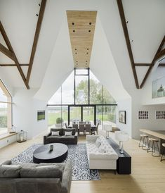 Photo 6 of 14 in 13 Brilliant Barn Conversions That Merge Past and Present from The Old Barn Worton Farm - Dwell Barn Conversion Interiors, Interior Architecture, Interior Design, Contemporary Architecture, Light Hardwood Floors, Modern Barn, Modern Farmhouse, Foyer Decorating, Love Your Home