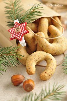 Składniki (+/-45szt) :    30 dag mąki  5 dag cukru pudru  10 dag mielonych orzechów ( użyłam laskowe)... Baking Recipes, Cookie Recipes, Keto Recipes, Dessert Recipes, Cheesecake Pops, First Communion Cakes, Arabic Food, Christmas Baking, Love Food