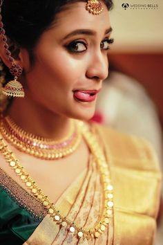 South Indian Bride Saree, Indian Wedding Bride, Kerala Bride, Indian Wedding Jewelry, Desi Wedding, Wedding Looks, Bridal Makeup Images, Indian Bridal Makeup, Indian Bridal Fashion