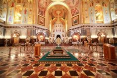 Cathedral of Christ the Saviour. Classic city tour of Moscow. Popular excursions in Moscow, Russia