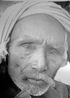 Paul Cadden is a promising name in the field of hyper-realistic drawing. Photorealism and hyperrealism are terms that are popular in the world of art. Realistic Pencil Drawings, Graphite Drawings, Realistic Paintings, Amazing Drawings, Art Drawings, Amazing Sketches, Amazing Artwork, Detailed Drawings, Paul Cadden