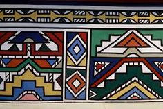 Beaux- quet ( craft project) These are Ndebele [uhn-duh-bee-lee] huts in Africa (where I was born). They are so colourful and beautiful. An art form of pure genius architecture all in their own rig… African Artists, African Tribes, Arte Tribal, Tribal Art, South African Art, Zimbabwe, Geometric Painting, African Culture, African Design