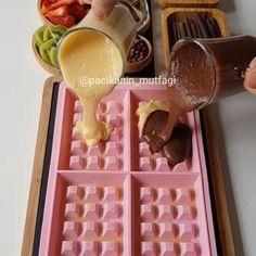 Hayırlı geceler 💕 Waffle'da olmazsa olmaz malzemeleriniz nedir 🤗 Ben bol çikolat...