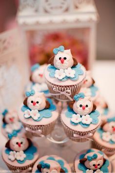 gender reveal cupcake idea: pink and blue owl