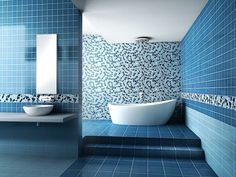 bad ideen wandfliesen blaue fliesen badewanne treppen