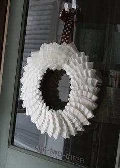 My Pretties: Ruffle Wreath - flat coffee filter wreath love this idea for a quick craft for the classroom