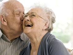 Un estudio de la Universidad de Harvard desvela que las buenas relaciones familiares y de amistad nos ayudan a envejecer de forma saludable.