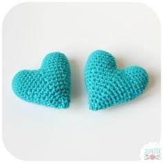 Crochet Flower Tutorial, Crochet Diy, Crochet Amigurumi, Crochet Baby Shoes, Crochet Crafts, Crochet Flowers, Crochet Mignon, Confection Au Crochet, Crochet Poncho Patterns