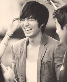 Lee Min Ho City Hunter bts I absolutely love it when he smiles and laughs! His characters are always really serious. Asian Actors, Korean Actors, Korean Dramas, Kdrama, Lee Min Ho Smile, The Heir, Ver Drama, Lee Min Ho Photos, The Great Doctor