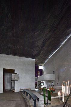 Notre Dame du Haut a excellent piece of architecture Sacred Architecture, Church Architecture, Modern Architecture, Interior Garden, Room Interior Design, Modern Interior, Mondrian, Bauhaus, Ronchamp Le Corbusier
