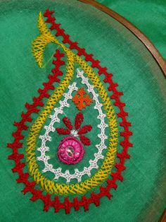 Hand Embroidery Videos, Hand Embroidery Tutorial, Embroidery Flowers Pattern, Hand Embroidery Stitches, Embroidery Hoop Art, Kutch Work Designs, Simple Embroidery Designs, Crotchet Patterns, Dress Card