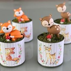 Latinhas personalizadas para festa Bosque, com biscuit @ateliedonaluluzinha #festabosque #mommypersonalizados Girls Party Decorations, Kids Party Themes, Enchanted Forest Party, Safari Theme Party, Baby Shower, Party In A Box, Woodland Party, Baby Birthday, Diy And Crafts