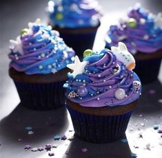 Swirled Galaxy Cupcakes from Pillsbury are sure to make your next birthday party. - Best recipes - Swirled Galaxy Cupcakes from Pillsbury are sure to make your next birthday party out of this world! Mini Desserts, Galaxy Desserts, Themed Cupcakes, Birthday Cupcakes, Cool Cupcakes, Galaxie Cupcakes, Space Cupcakes, Galaxy Cake, Food Galaxy