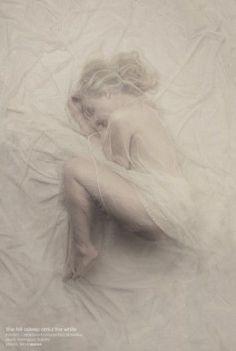 Ethereal veiled portrait by Slevin Aaron Dark Photography, Creative Photography, Digital Photography, Portrait Photography, Fotografie Hacks, Kreative Portraits, Shooting Photo, Photoshoot, Veil