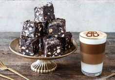 Bailey's Latte Macchiato Tassimo Coffee, Latte Macchiato, Baileys, Coffee Machine, Panna Cotta, Food And Drink, Ethnic Recipes, Twitter, Dulce De Leche